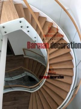 پله گرد - پله پیچ -با نرده شیشه و هندریل چوب